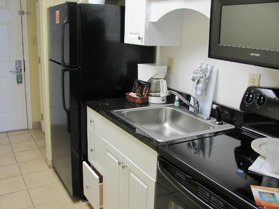 Ocean Park Resort, Oceana Resorts: nice kitchen area