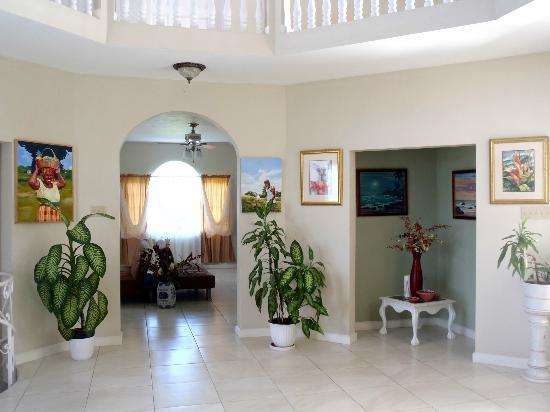 Retreat Guesthouse Luxury Suites: main room