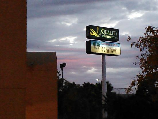 Quality Inn & Suites Vacaville: Sunset from my room