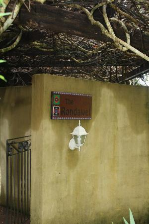 The African Cottage and Rondawel: entrance