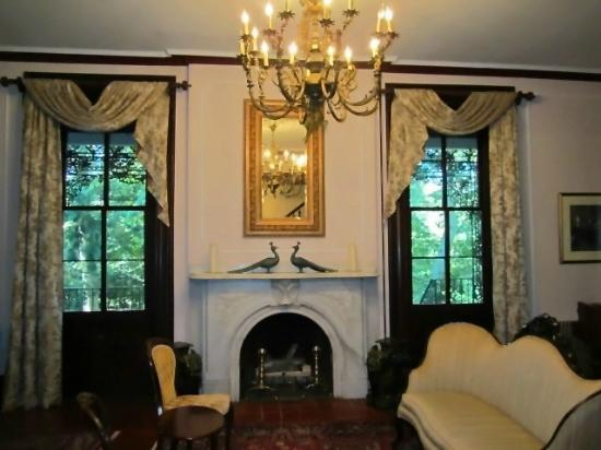 Faunbrook Bed & Breakfast: Formal Room