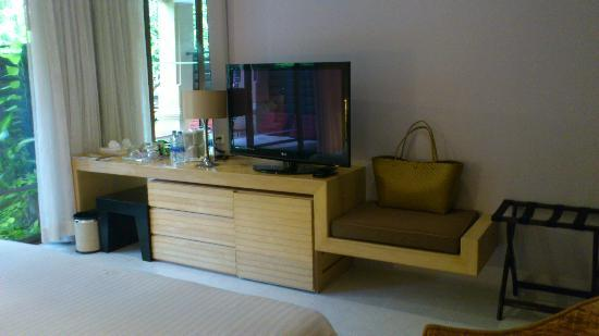 Burasari Resort: Nice size TV