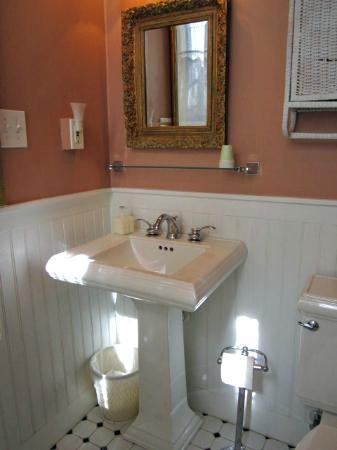 Faunbrook Bed & Breakfast: Beautiful Bathroom
