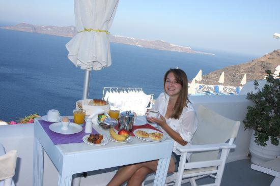 Manos Small World: Breakfast on the balcony