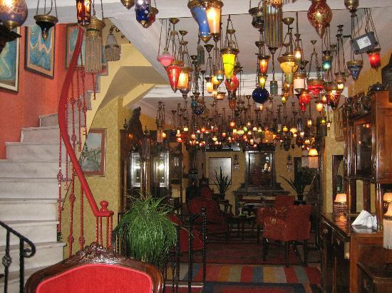 Kybele Hotel: They say there are about 4000 lamps hanging in the Kybele.