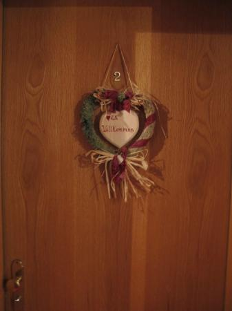Hotel Bergidyll: Enfeite da porta do quarto