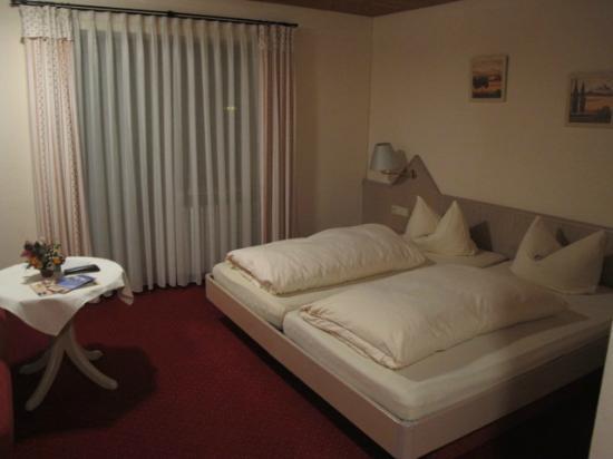 Hotel Bergidyll: Quarto extremamente cheiroso e aconchegante!