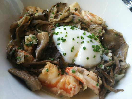 The River and Rail: Shrimp & Grits
