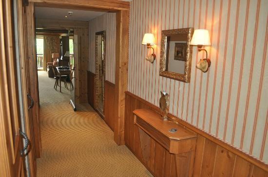 Interalpen-Hotel Tyrol: Our hallway