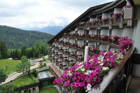 Interalpen-Hotel Tyrol: Looking at our balcony from outside