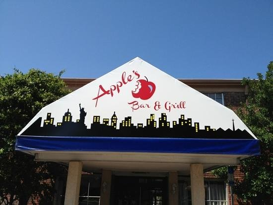 Apple's Bar & Grill: front entry