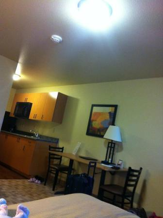 Juneau Aspen Suites Hotel: View of the room from bed to small kitchen/entrance to room.