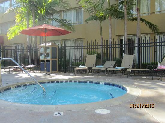 Ventura Beach Marriott: Hot tub.