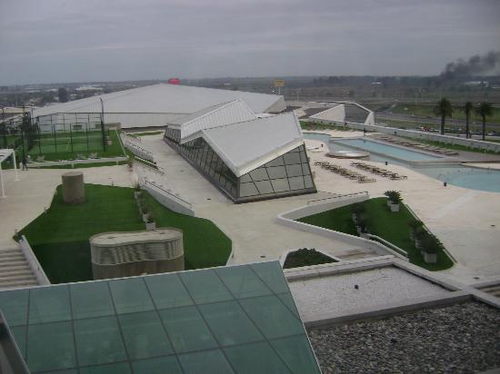 Pullman City Center Rosario: Vista de la habitación hacia las piletas