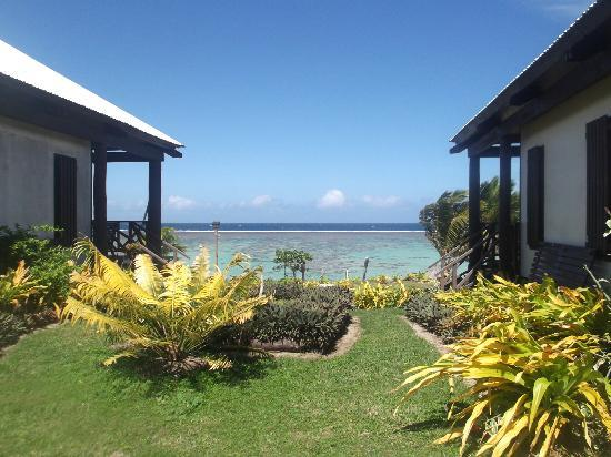 Namuka Bay Lagoon Resort: View between Beach Villas