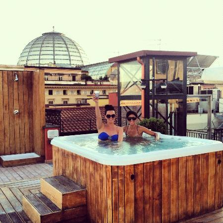 La Ciliegina Lifestyle Hotel: hot tub on the roof