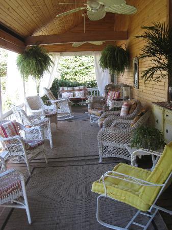 Sand Castle Inn: Awesome front porch