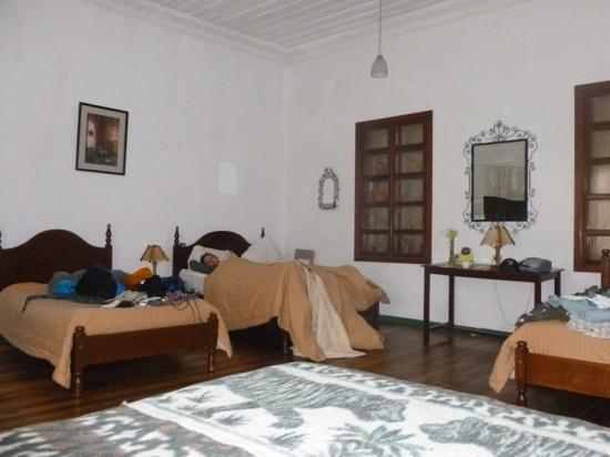 Hostal Macondo: Our huge room...very cold at night, but clean and comfortable.
