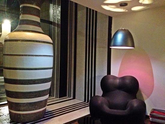 G&V Royal Mile Hotel Edinburgh: The Lobby corner