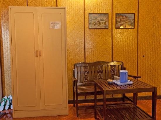 Rux-Thai Guest House: room