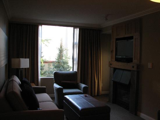 The Westin Resort & Spa, Whistler: Living Room with Sofabed