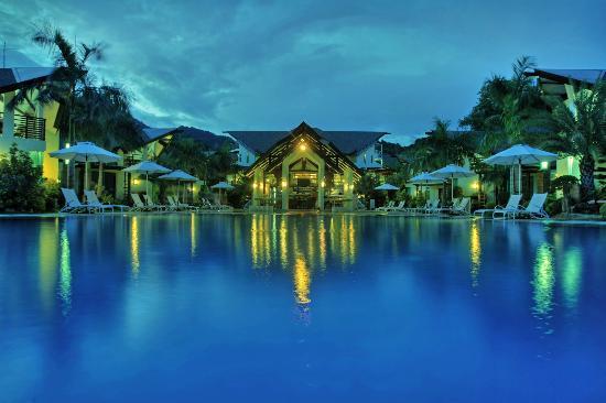 Acuatico Beach Resort & Hotel: Acua Pool Bar