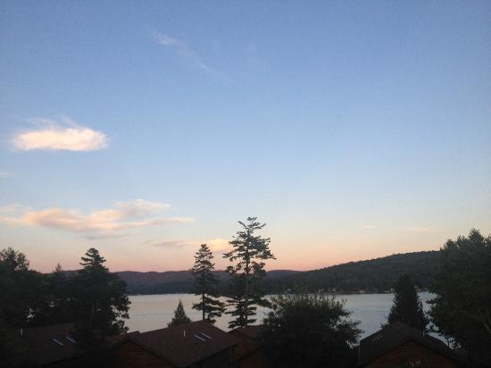The Lodges at Cresthaven: Watching the sunset from the deck