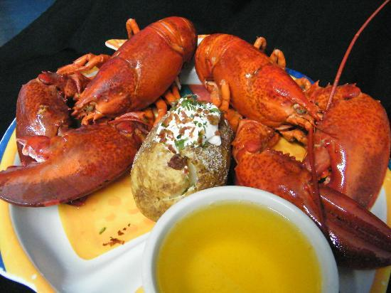 New England Eatery & Pub: Twin Lobster dinner at a reasonable price!