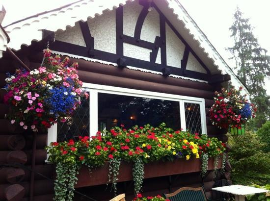 Bridge House Cafe: check the flowers
