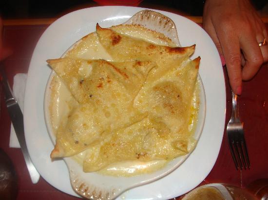 Trattoria Primitivo: torteloni de ricota y almendras