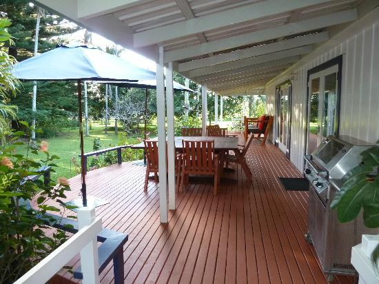 Trade Winds Country Cottages: Verandah at Jacob Christian House