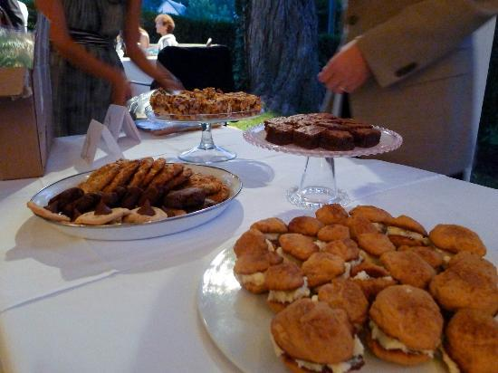 The Ashby Inn: Cookie table (incorporated from bride's ideas, in lieu of cake)