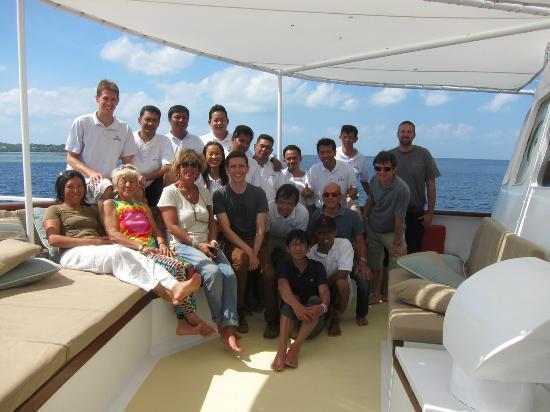 Wakatobi Dive Resort: Crew and guests on Palegian
