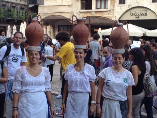 Tocati, Festival Internazionale dei Giochi in Strada: corsa con la cannata...podio 2012