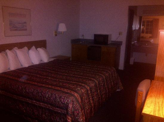 Days Inn Carson City: king room