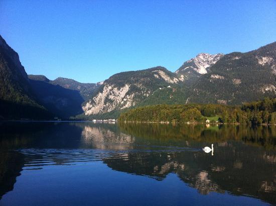 Haus Hepi: lakeside vista