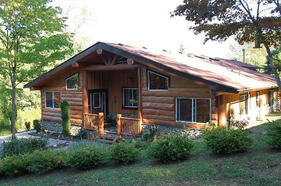Ryder Lake Lodge B&B: Lodge