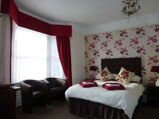 Appley Hotel: Bedroom (view #1)