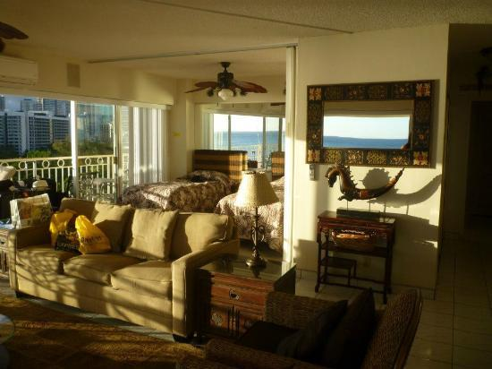 Waikiki Shore: 'Bedroom 2' attached to living room.