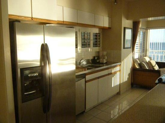 Waikiki Shore: Kitchen area.