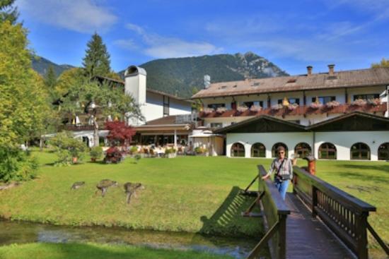 Alpenhof Grainau: Back of hotel grounds