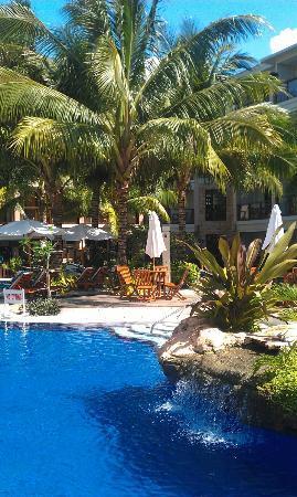 Henann Lagoon Resort: rest area in the pool