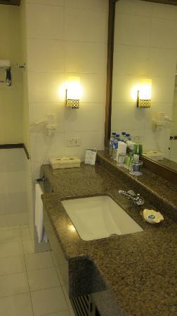 Henann Lagoon Resort: bathroom