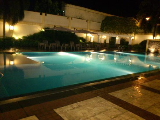 The Avenue Plaza Hotel: infinity pool at night