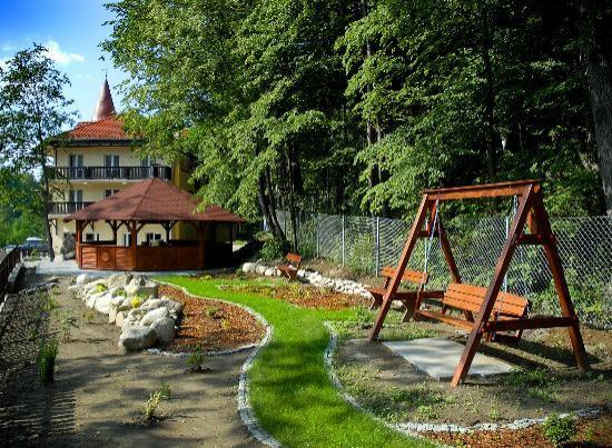 Hotel Nowa Ski: Ogród