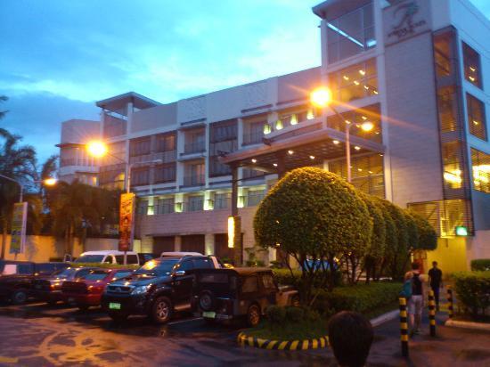 The Avenue Plaza Hotel: facade of the hotel