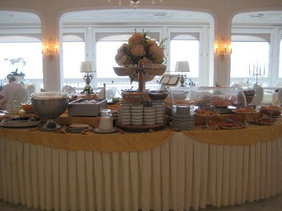Grand Hotel Ambasciatori: Dining breakfast and evening