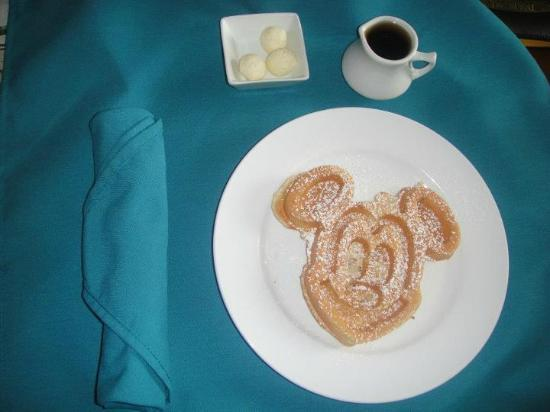 Holiday Inn Orlando – Disney Springs Area: Our delicious breakfast.