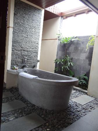De Munut Balinese Resort: Badkamer