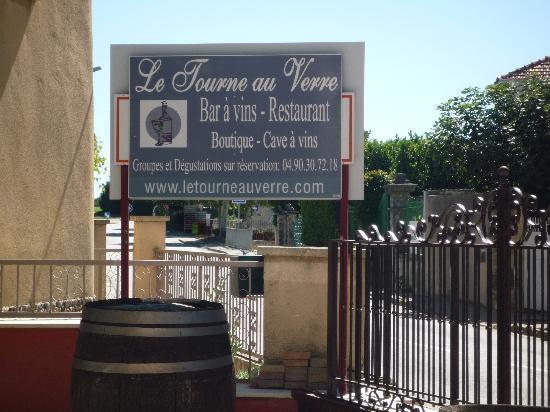 Le Tourne au Verre: au centre du village